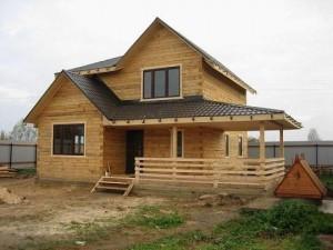 дом из бруса на дачном участке