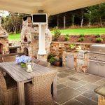 просторная столовая в загородном доме