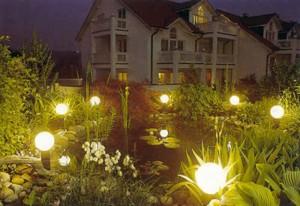 фонари на декоративном пруду