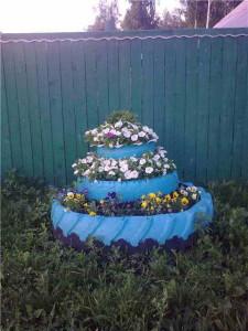 садовая клумба из колес