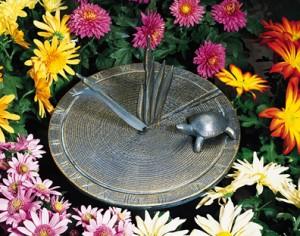 Железные солнечные часы с черепахой