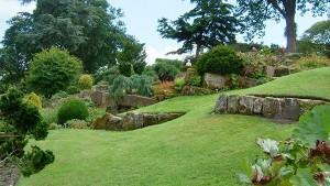оформление спуска в саду