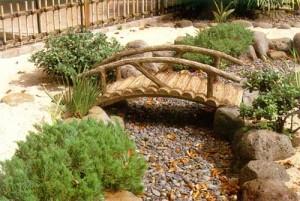 Мост над сухим ручьем
