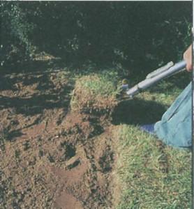 Процесс перекапывания почвы