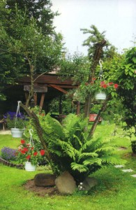 Небольшой рокарий в саду