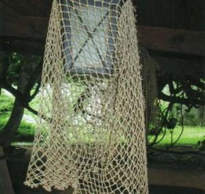 Фонари украшенные рыболовной сетью