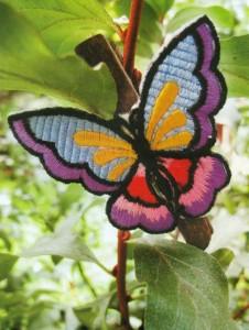 Бабочка на деревянной прищепке