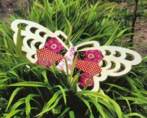 Яркая бабочка из лоскутков на основе