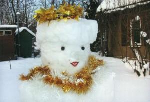 Украшение фигуры из снега