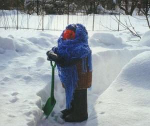 Забавная зимняя скульптура