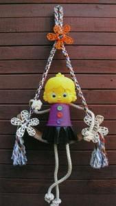 Садовая кукла на загородном участке