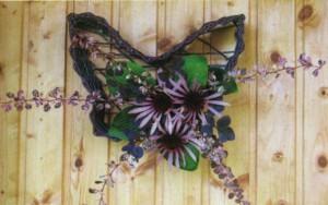 Настенное украшение из цветов