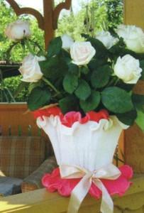 Цветочный горшок с садовыми цветами