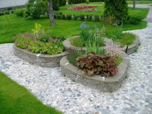 Каменные клумбы на дачном участке