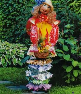 Садовая кукла блондинка