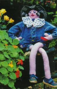 Садовая кукла Девочка на тачке