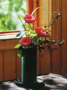 Садовая роза в вазе