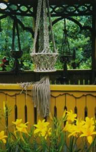 Плетеное подвесное кашпо