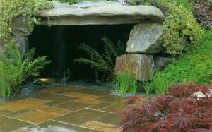 Пещера в саду
