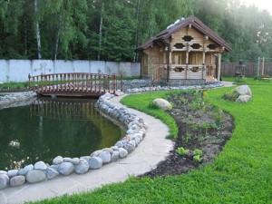 Декоративный пруд на загородной даче