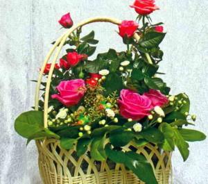 Композиция из садовых роз