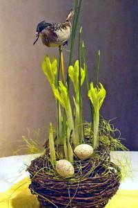 Миниатюрная композиция с декоративными птичками