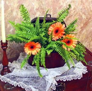 Оригинальная композиция с живыми цветами