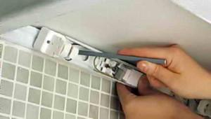 Прикрепление флуоресцентной трубки