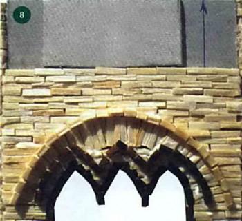 Над окном клеим спичками ободок