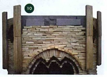Приклеиваем колонны на башню