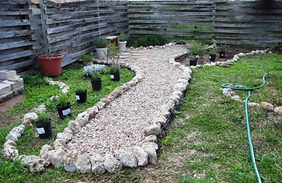 landscaping-with-pea-gravel