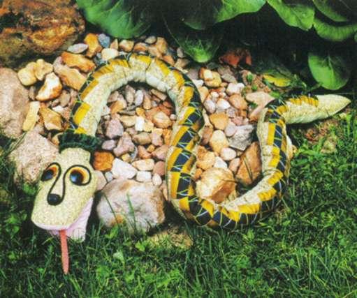 Змея своими руками с сад