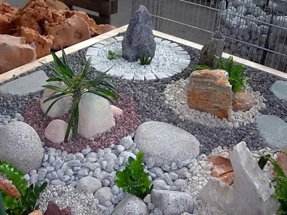 Декор из камня в саду своими руками 77