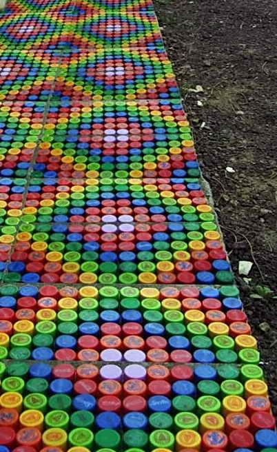 Как сделать садовую дорожку из крышек от пластиковых бутылок Дача - впрок